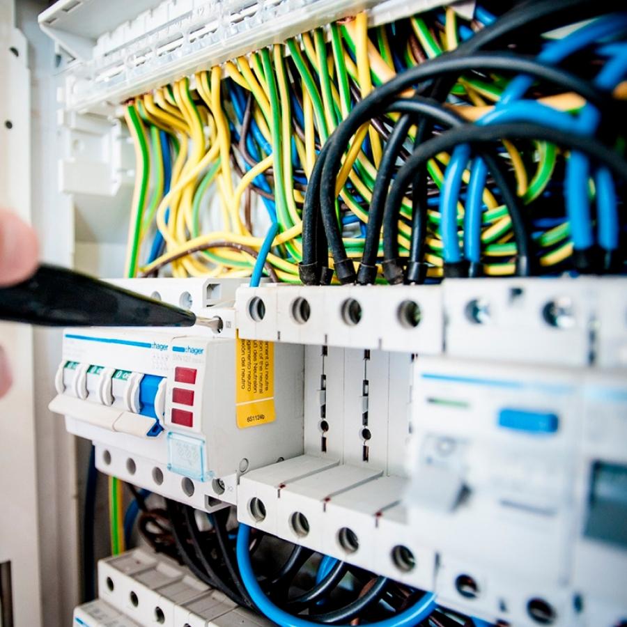 Proyectos Instalaciones eléctricas de Baja Tensión B.T. Instalaciones eléctricas de Alta Tensión A.T